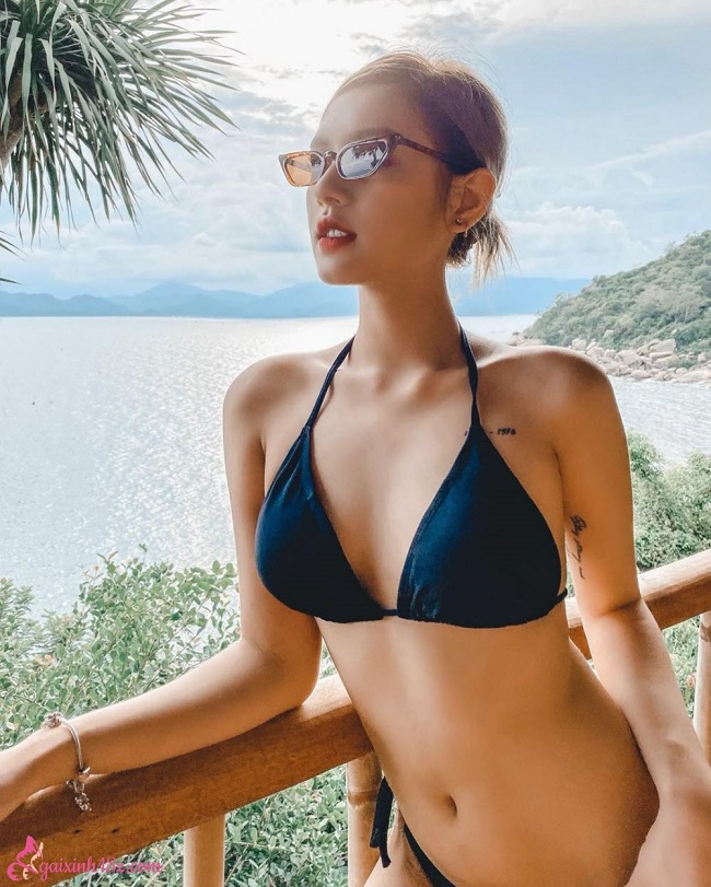 Xoài non xinh đẹp trong bộ Bikini